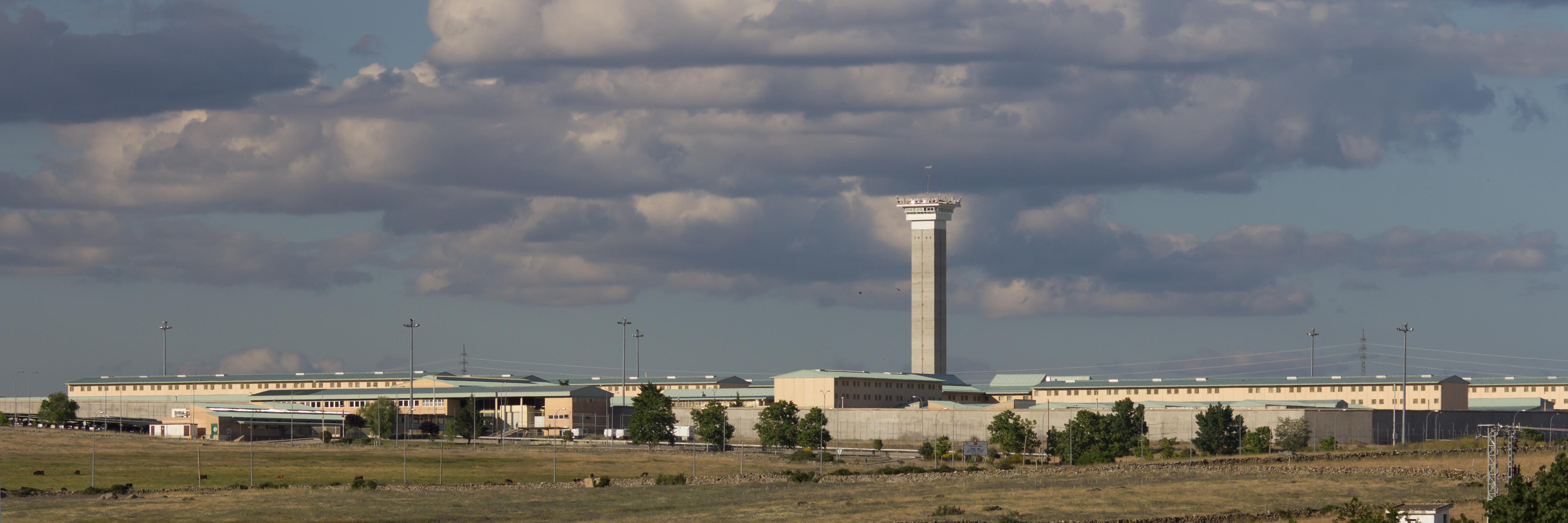 File:Centro Penitenciario Madrid V Soto del Real - 03.jpg ...