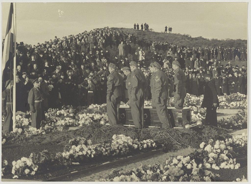 File:Begrafenis van Hannie Schaft en andere ...