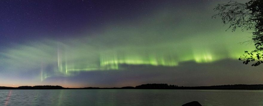 Amateur photographers spot new aurora that looks like glowing green dunes…