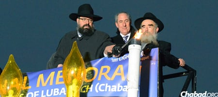 Washington All Abuzz With a Post-Chanukah Glow - Chabad ...