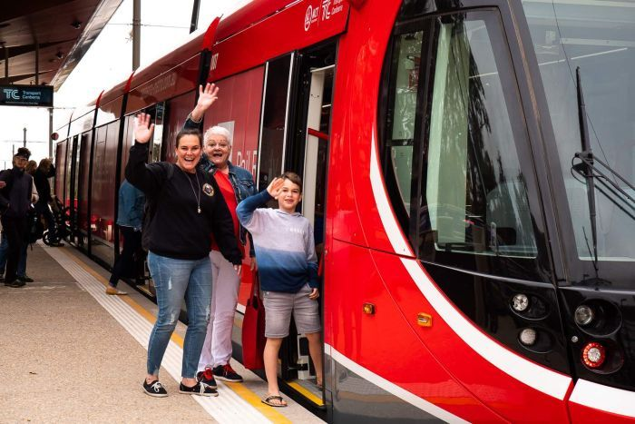 Canberra light rail finally opens its doors to the public ...