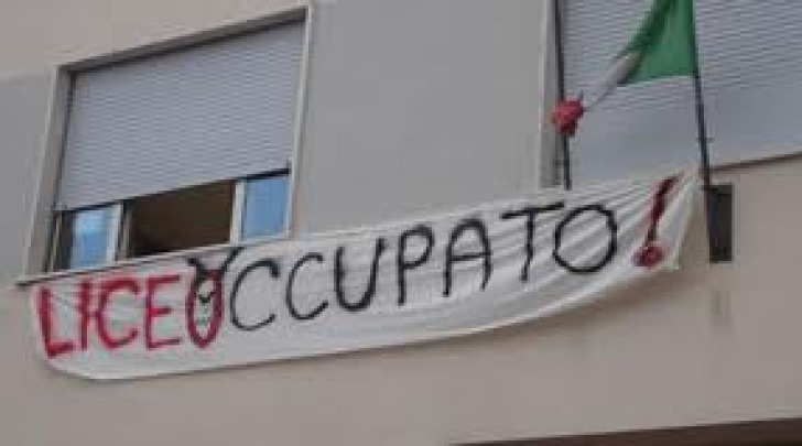 Occupazione scuole, la protesta prosegue al classico ma ...