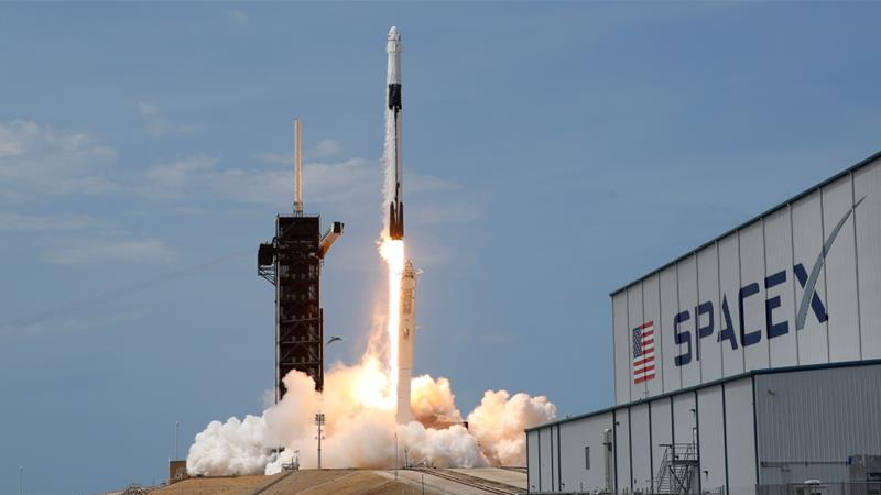 Earth calling: SpaceX capsule carrying NASA crew to land ...