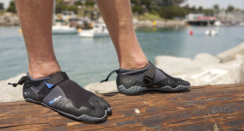 Our Picks: Top 3 Best Surf Booties Reviewed (2018 - 2017) | Athleticsly