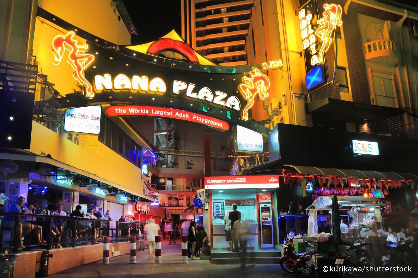 Video: Walking on Soi 4 - Nana Plaza | Bangkok Punters