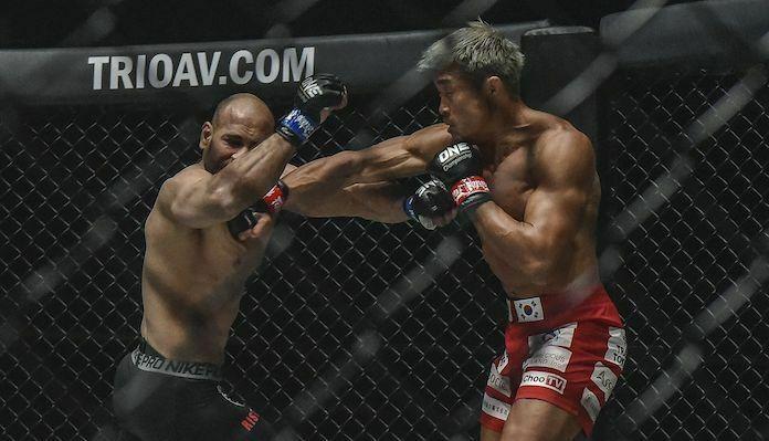 Yoshihiro Akiyama knocking out Sherif Mohamed