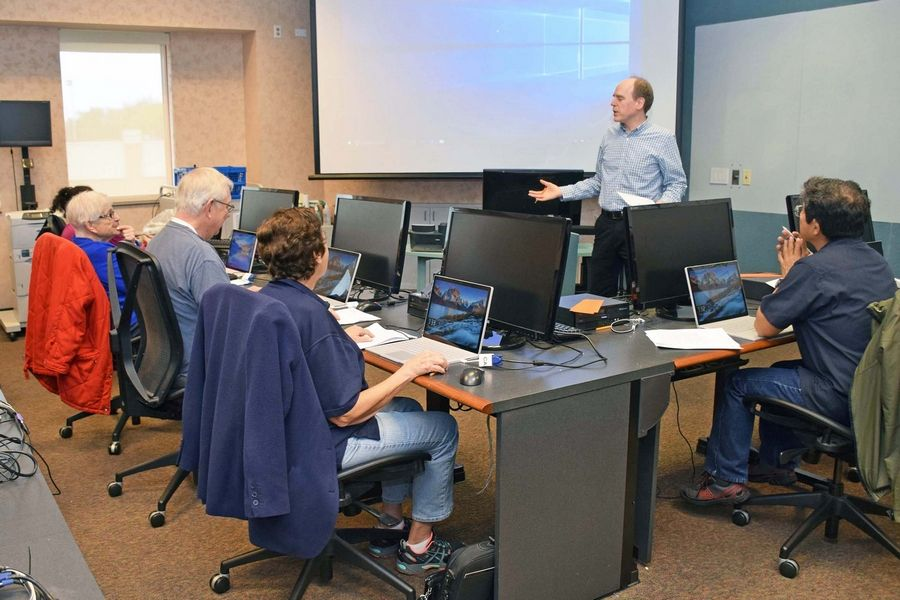 Library Computer Classes Available to Students and Adults