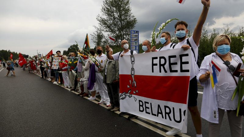 Tens of thousands in Lithuania form human chain for ...