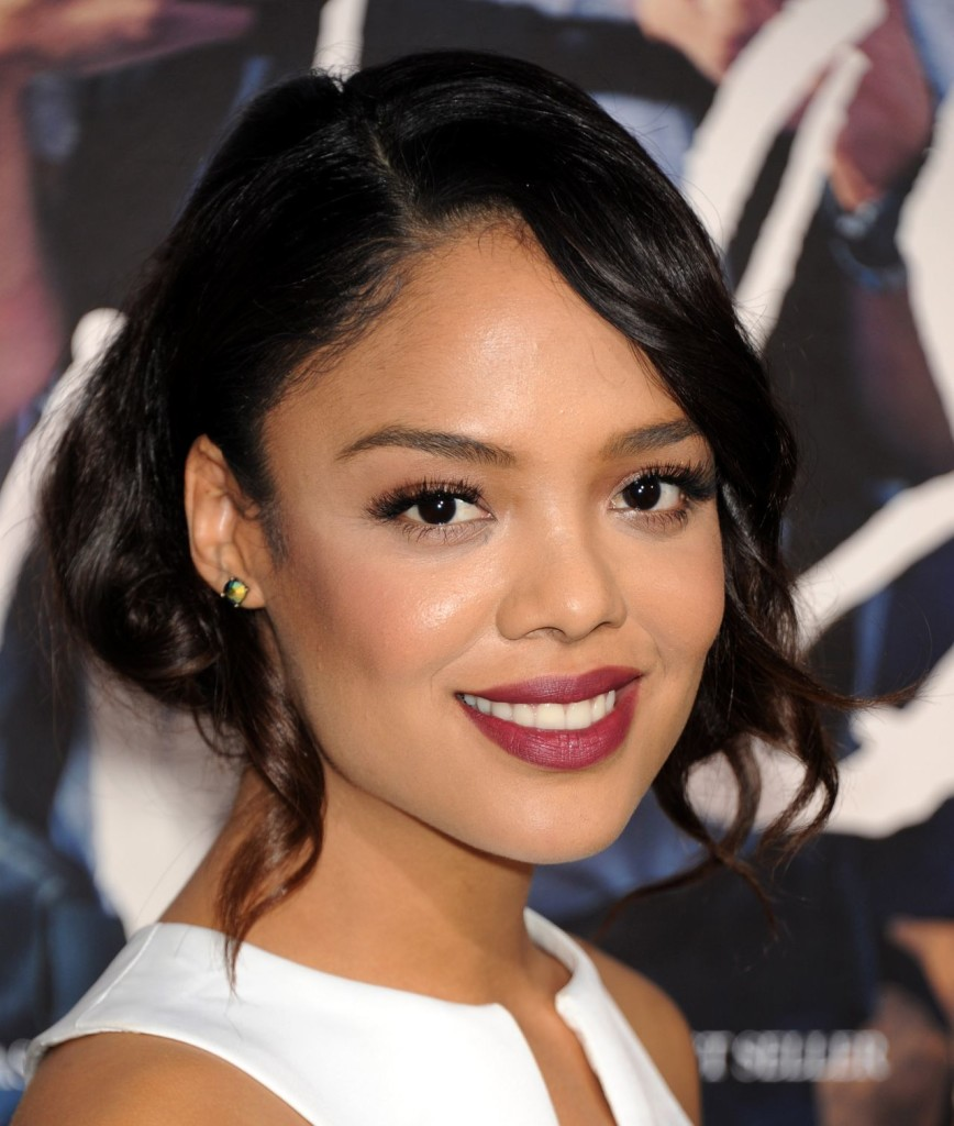 The 33-year old daughter of father Marc Anthony Thompson and mother(?), 167 cm tall Tessa Thompson in 2017 photo