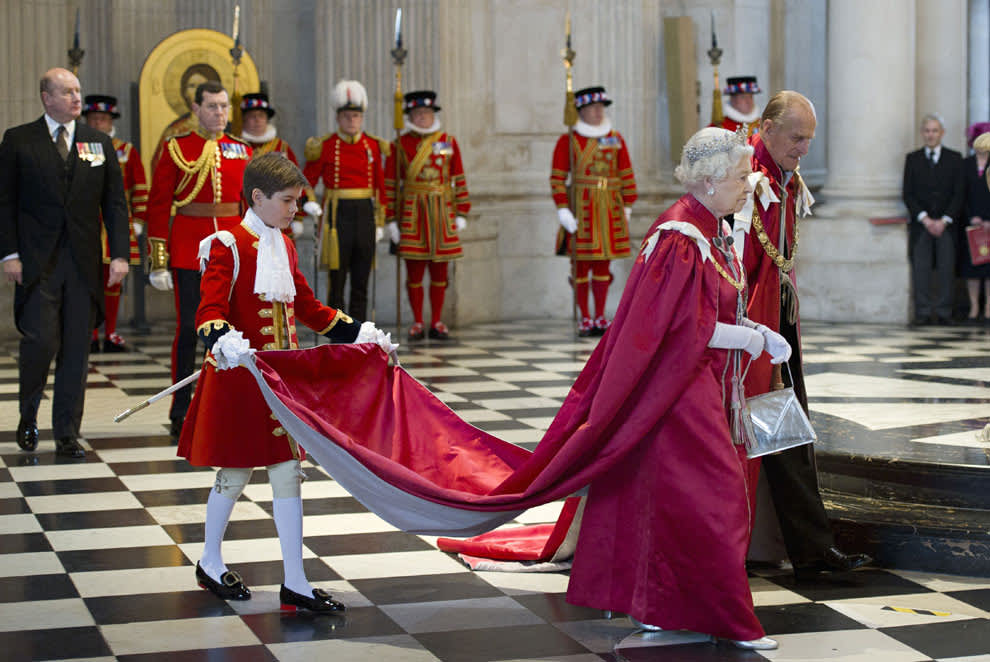 Queen attends OBE service in St Paul's Cathedral | HELLO!