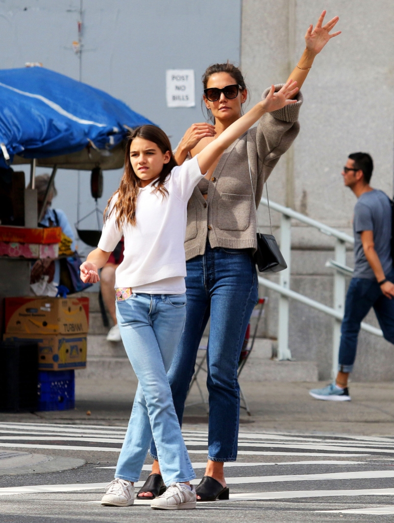 Katie Holmes Says She 'Kind of Grew Up' With Daughter Suri ...