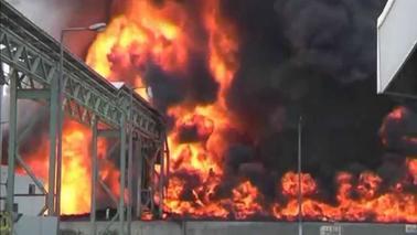 Israel Bombs Gaza back to Stone Age: Razes only Power ...