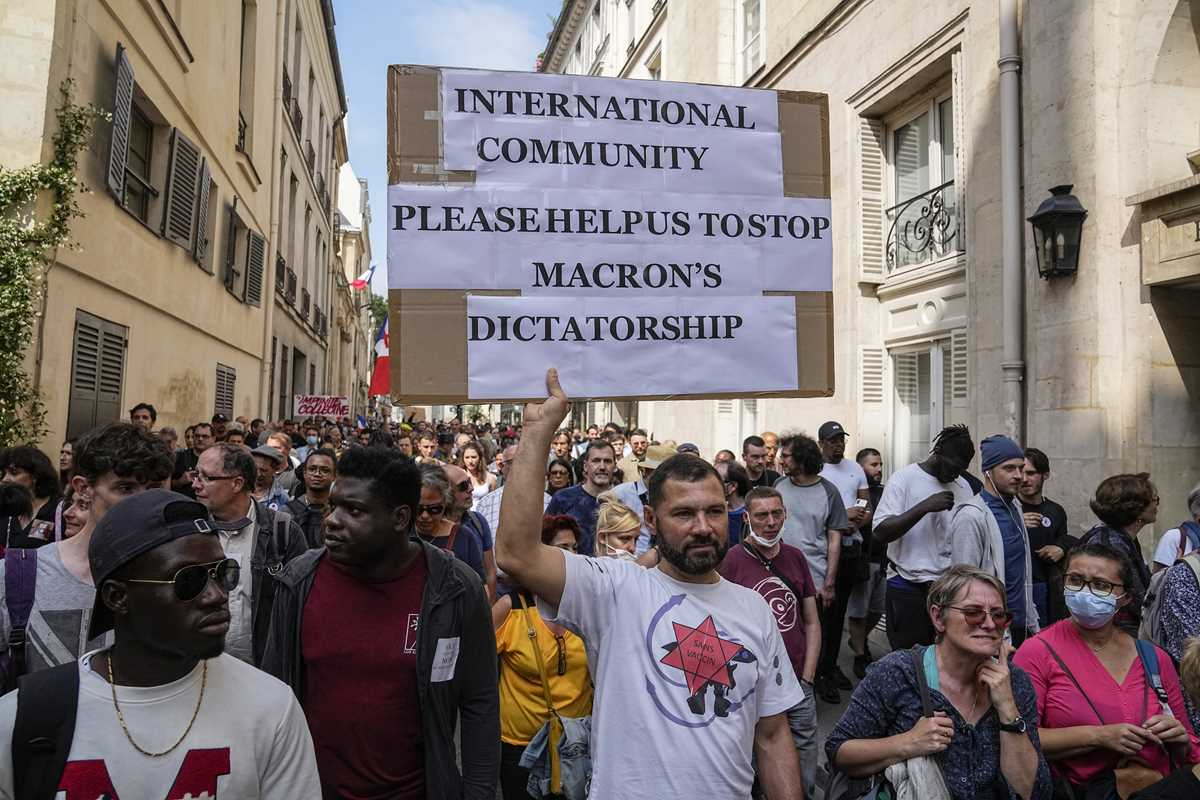 France: Thousands protest against vaccination, COVID ...