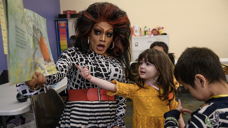 Missouri lawmaker proposes bill criminalizing public libraries' drag queen story hours…