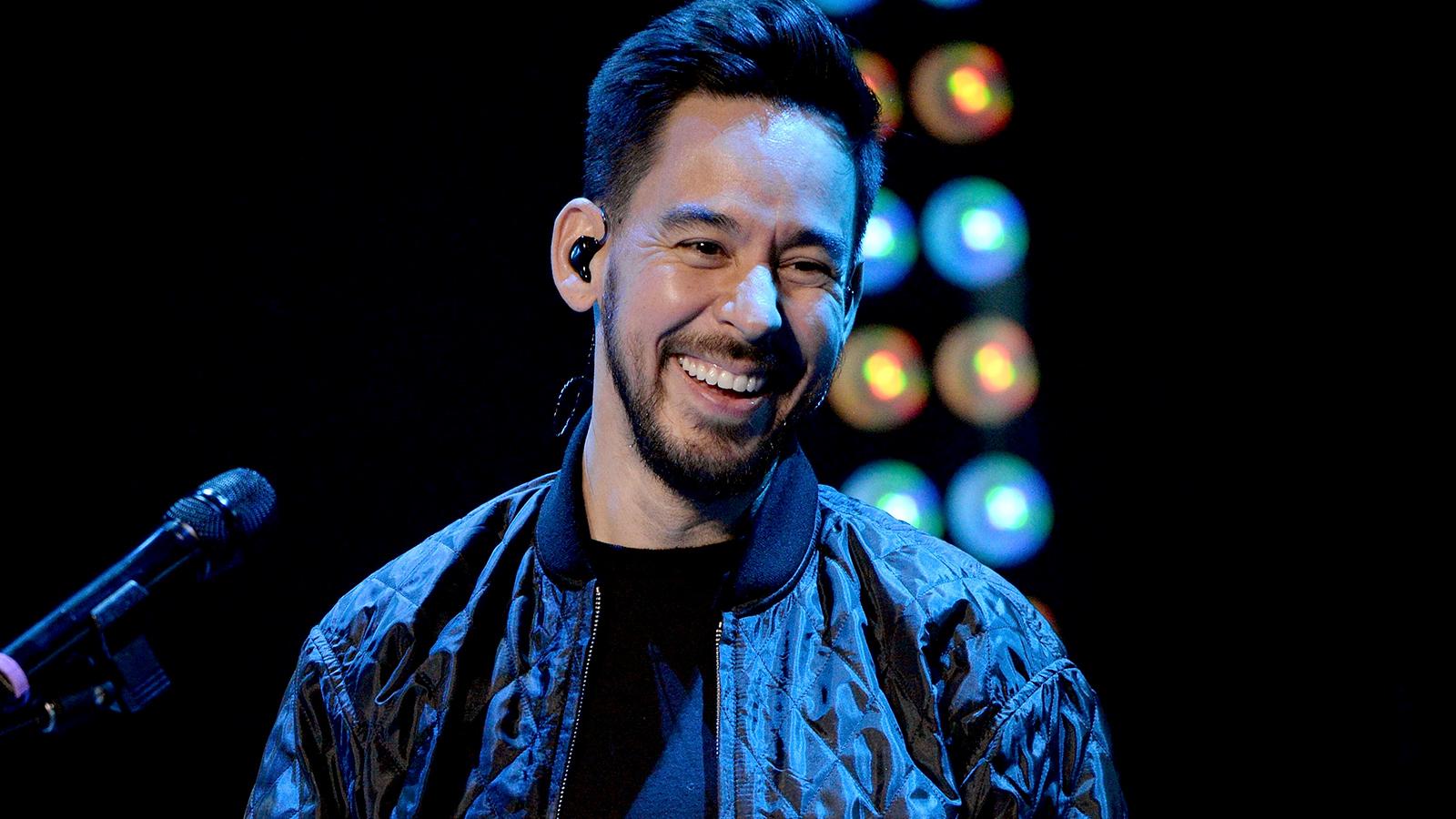 Hear Mike Shinoda Recount Linkin Park's Crazy Mid-Set ...