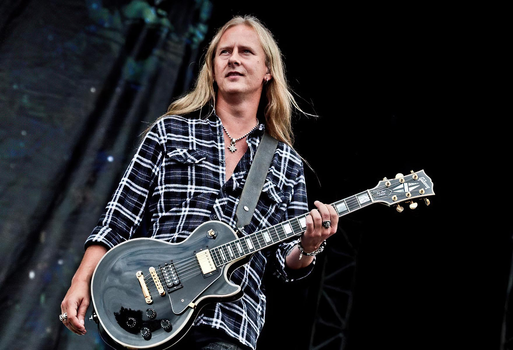 ALICE IN CHAINS' Guitarist JERRY CANTRELL Interviewed on ...