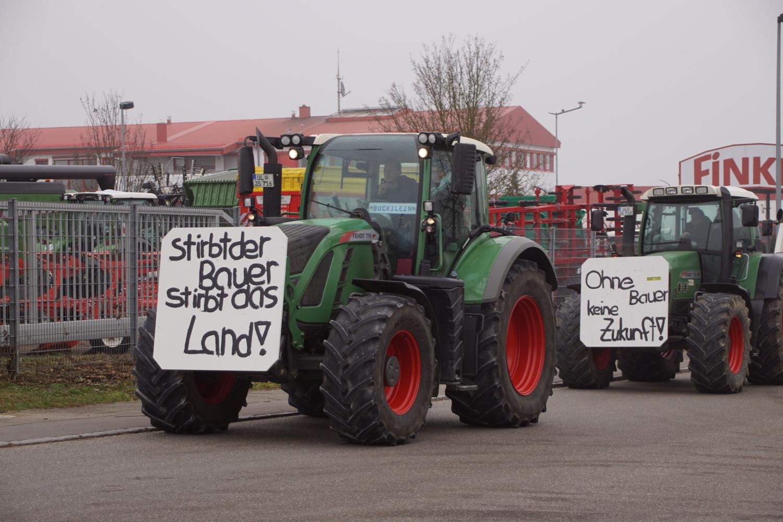 Protest: Landwirte protestieren in Memmingen | Südwest ...