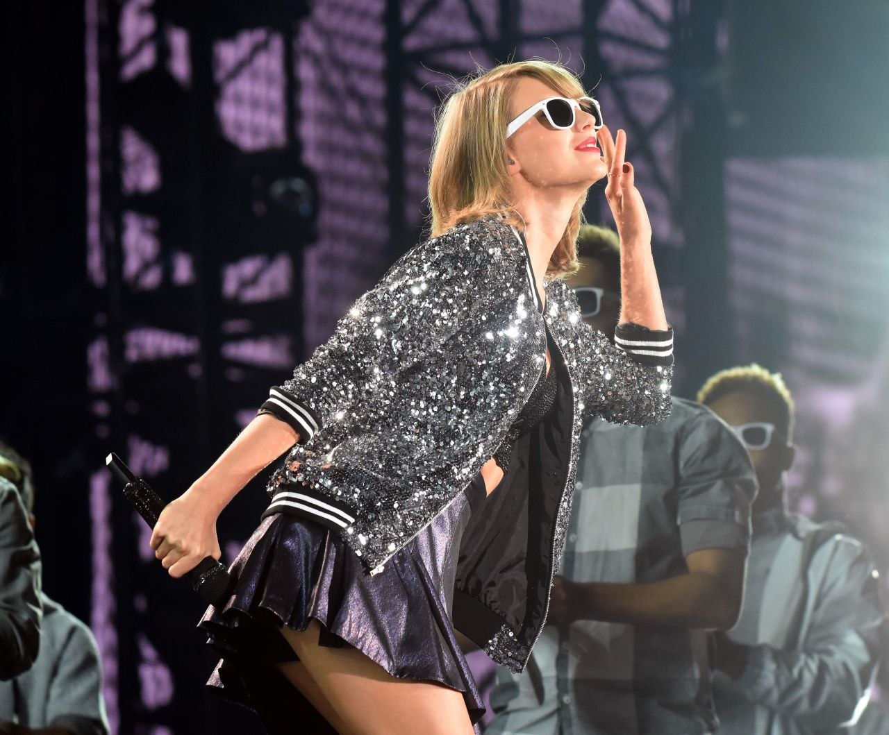 taylor-swift-the-1989-world-tour-at-the-raymond-james-stadium-in-tampa_3.jpg&f=1&nofb=1