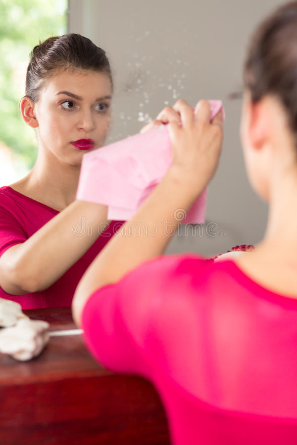 woman-cleaning-mirror-sad-perfect-housewife-dirty-60536644.jpg&f=1&nofb=1
