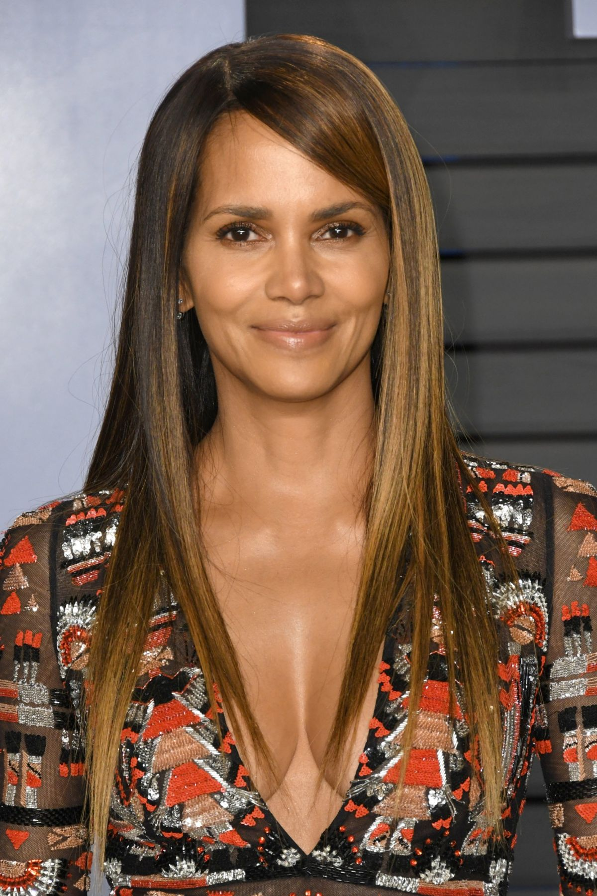 halle-berry-at-2018-vanity-fair-oscar-party-in-beverly-hills-03-04-2018-3.jpg&f=1&nofb=1