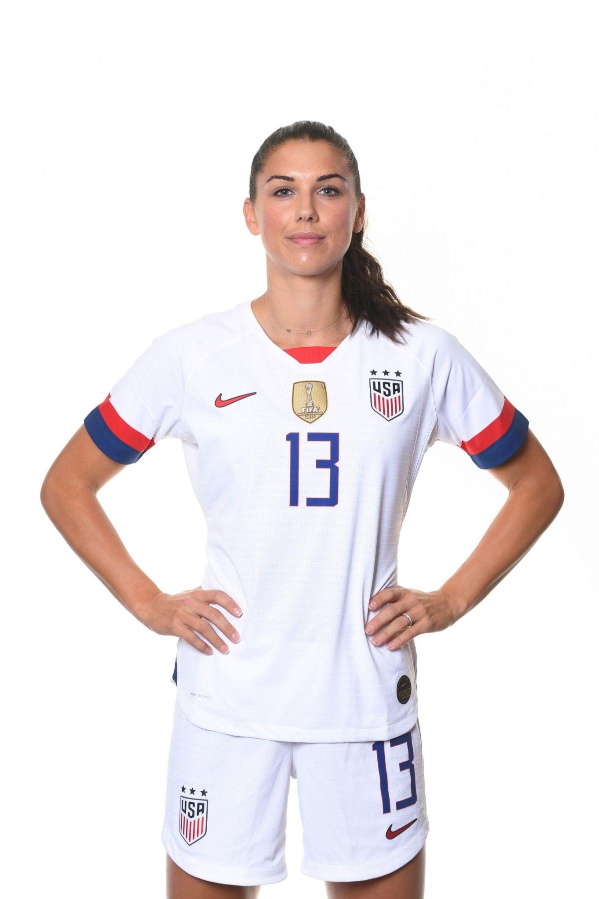 alex-morgan-fifa-world-cup-usa-team-portraits-june-2019-32.jpg&f=1&nofb=1